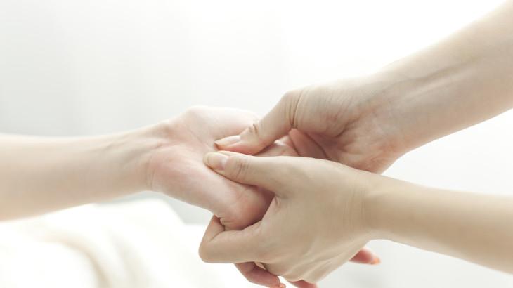 essential-oils-hand-massage
