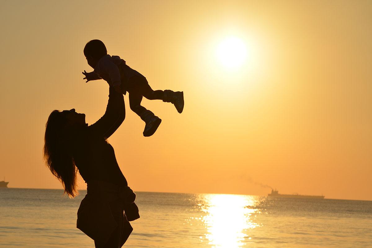 mother-child-beach-1200x800px