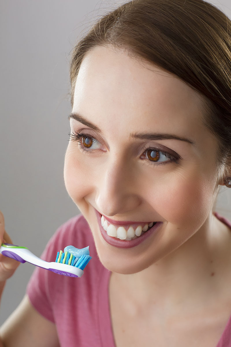 women-brush-teeth-1200x800px